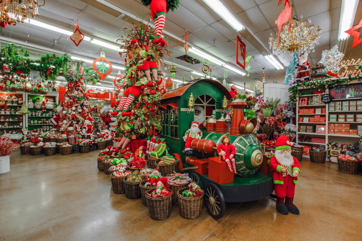 decorators warehouse texas largest christmas store - Christmas Decoration Store