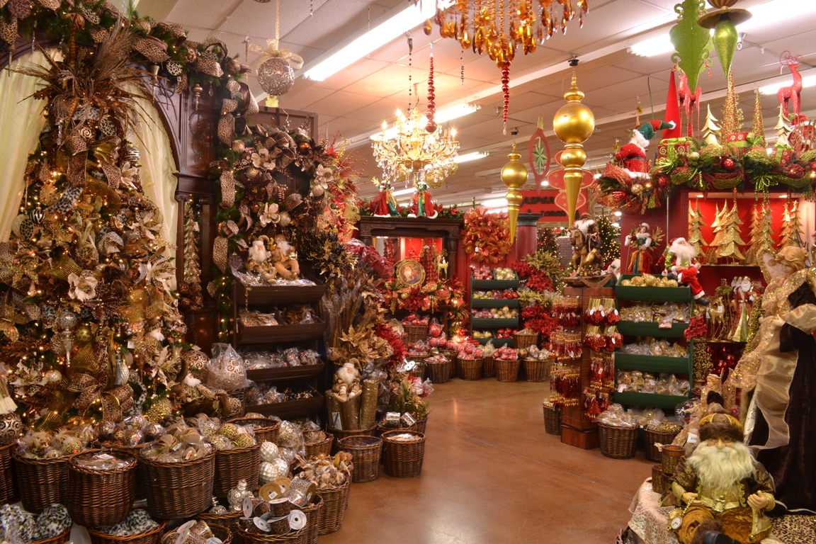 Holiday season is almost upon us. Black Friday is the best day to buy those amazing holiday decors.