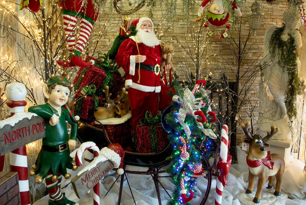 A Christmas Wonderland – Decorators Warehouse - How To Decorate Your Home For Fall