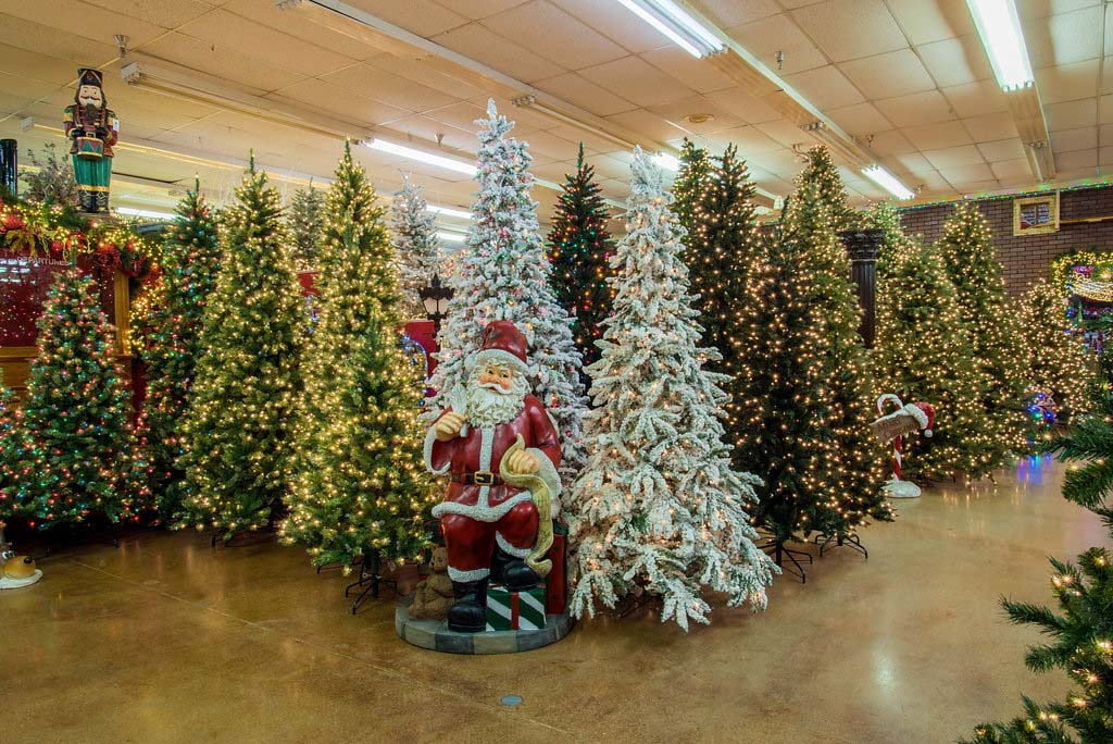 we have the largest selection of christmas decorations in texas - Decorators Warehouse